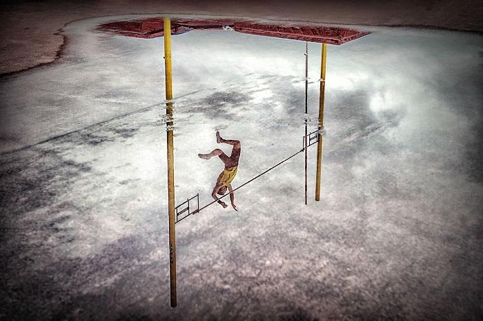 Снимок «Отражение прыжка» принес своему автору Ахуриагуэрру Саизу Педро Луизу (Ajuriaguerra Saiz Pedro Luis) 1-е место в номинации «Спорт в действии».