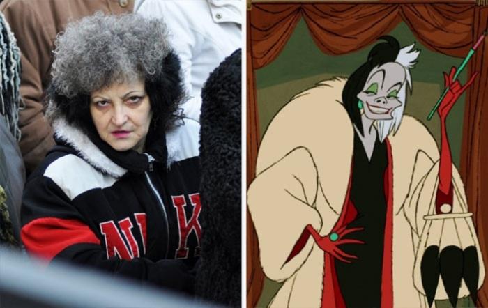 Если судить по выражению лица, эта женщина вполне может соответствовать злой героине.