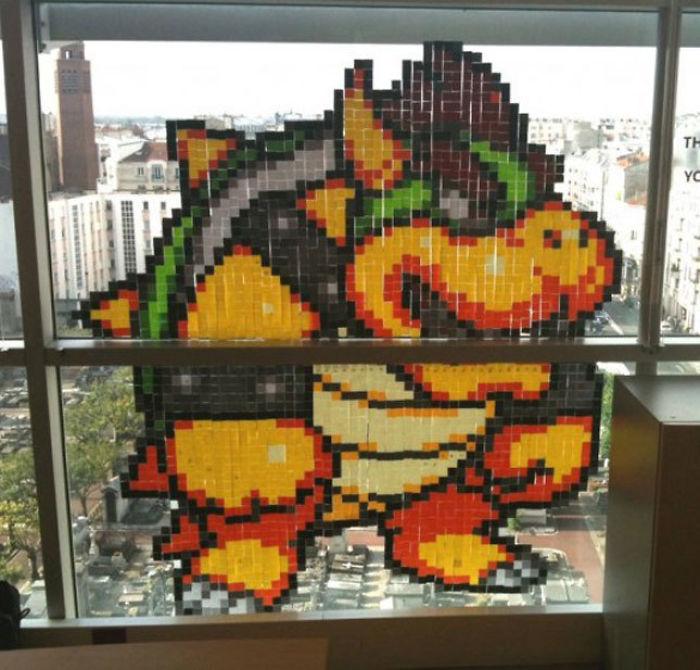 На создание персонажа видеоигры Боузера ушло много разноцветных стикеров и… оплачиваемого рабочего времени.