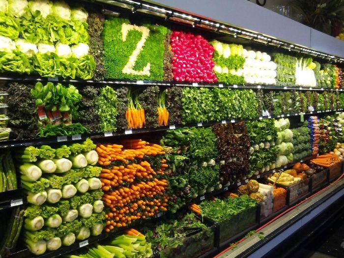 В овощном отделе, скорее всего, навел порядок отчаянно заскучавший Зорро.