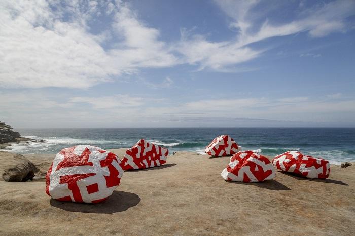 Работа из серии «Скульптуры у моря». Автор фотографии: (Jessica Wyld) Джессика Уилд.