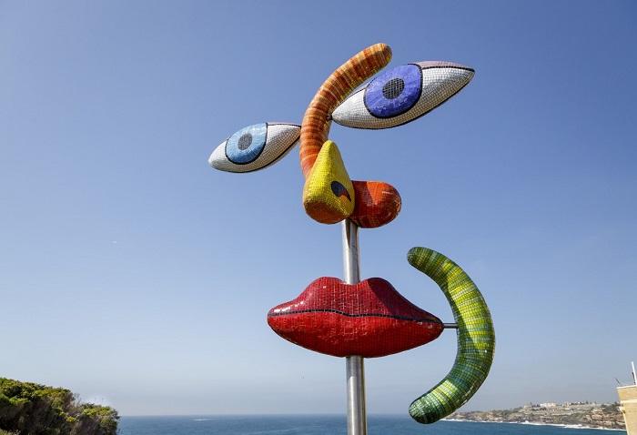 Инсталляция на пляже скульптора Деборы Хэлперн. Автор фотографии: (Jessica Wyld) Джессика Уилд.