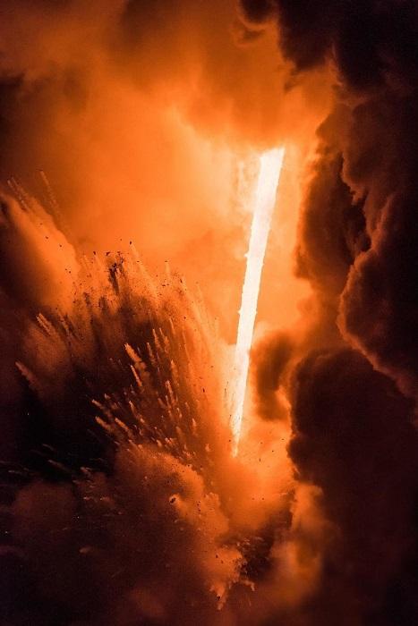 Извержение вулкана около Калапаны на Большом острове, Гавайи. Автор фотографии: Флоран Мамелль (Florent Mamelle).