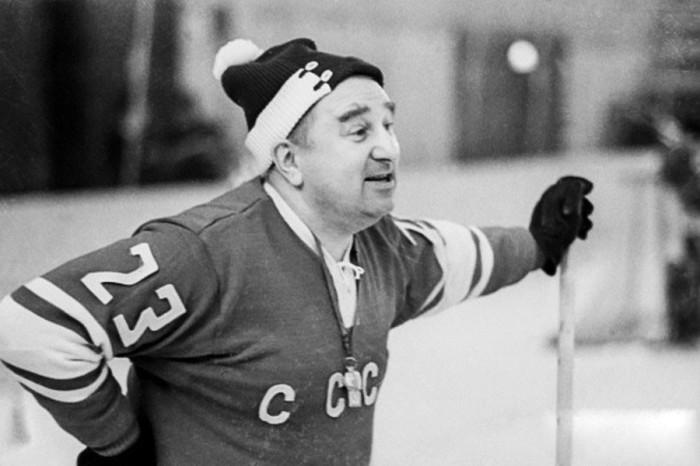Тренер сборной команды СССР по хоккею с шайбой, февраль 1970 года