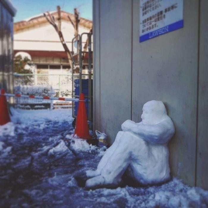 Скульптуры тоже, оказывается, умеют грустить.