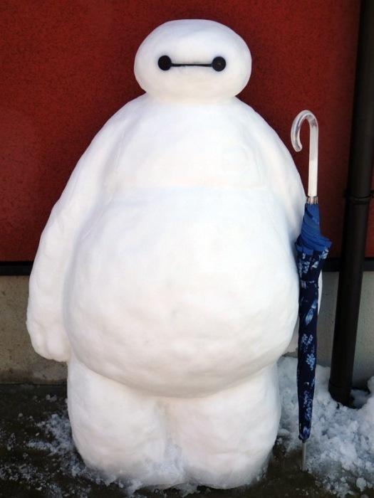 Надувной медицинский робот из мультфильма «Город героев» и в самом деле чем-то напоминает снеговика.