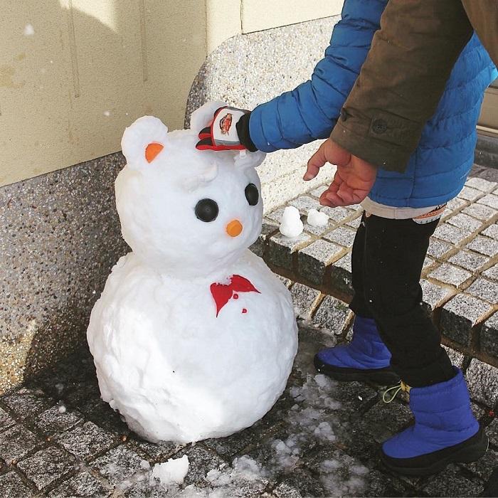 Каким-то невероятным образом японцам удается даже обычного снеговика превратить в милого мишку.