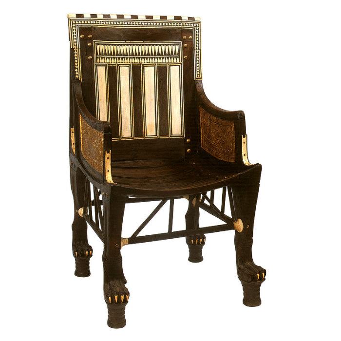 Кресло фараона, предположительно он им пользовался, когда был ребенком.