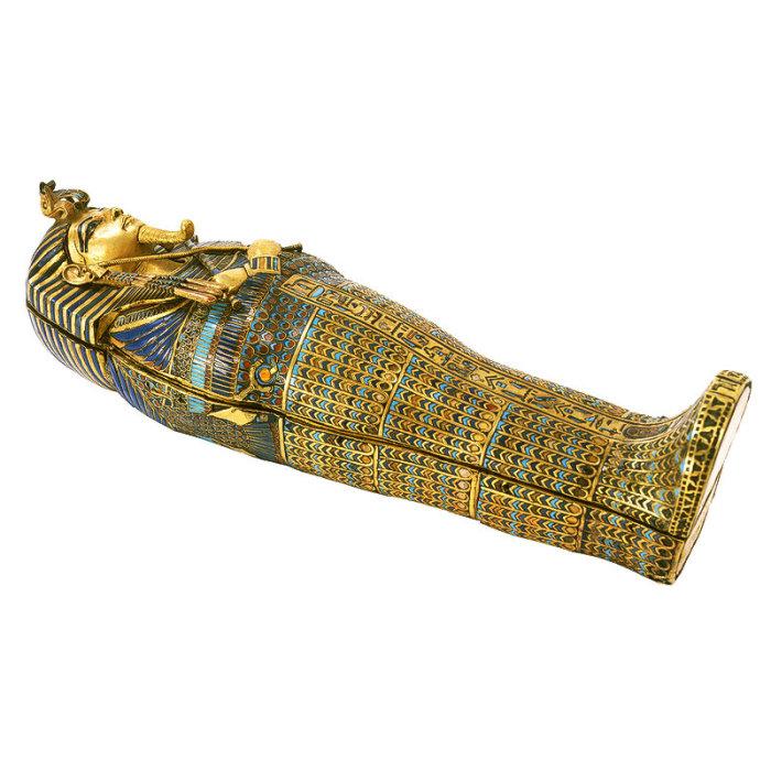 Внутри содержались четыре маленьких гроба, в которых находились внутренние органы фараона.