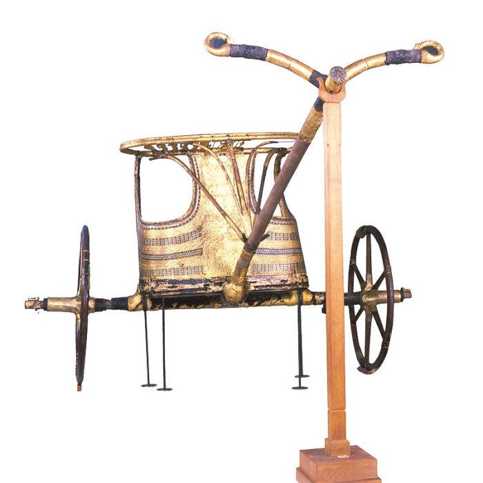 Одна из шести колесниц из гробницы фараона.
