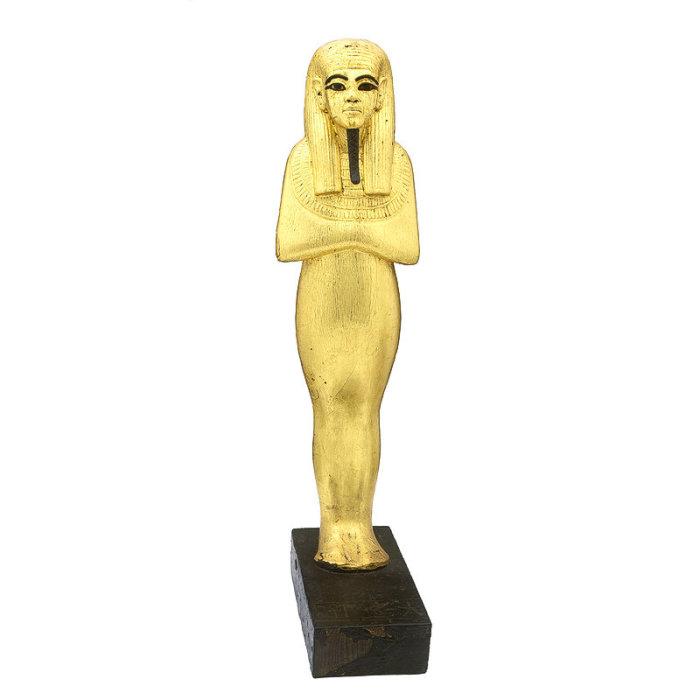 Одна из найденных в гробнице статуэток.