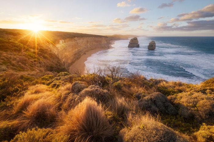 Огромные известняковые утесы, лежащие на юго-восточном побережье Австралии.