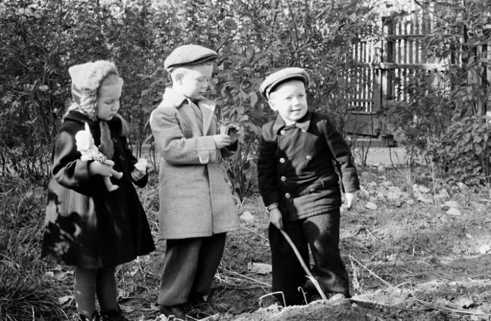 Первые помощники бабушек и дедушек.