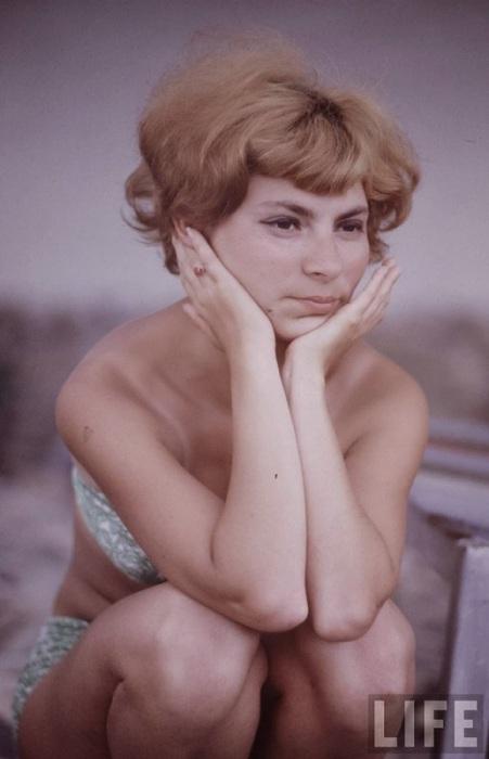 Обычная, по-настоящему красивая советская девушка.