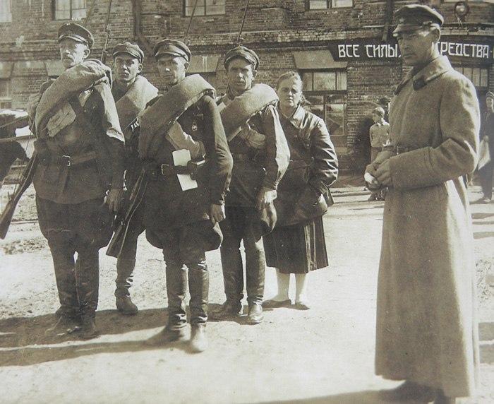 Солдаты Красной армии в городе Хабаровск Дальневосточного края.