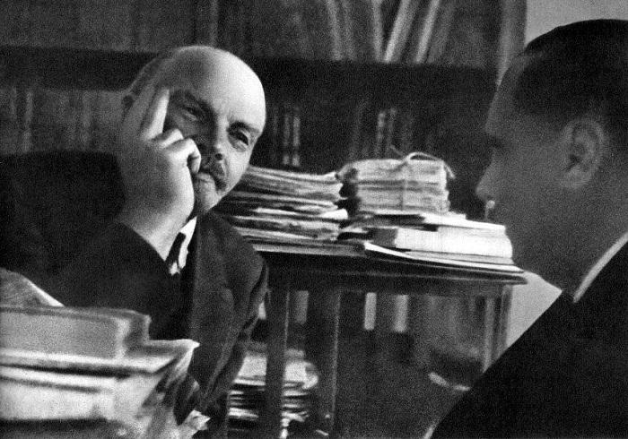 Беседа Владимира Ленина с английским писателем-фантастом Гербертом Уэллсом (Herbert Wells).