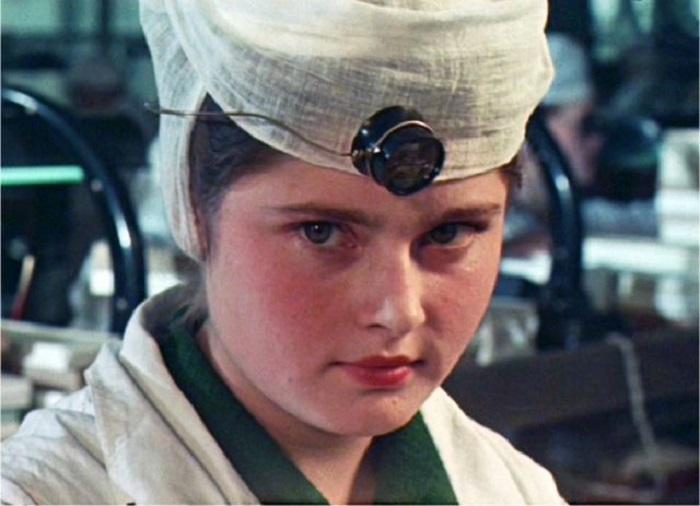 Девушка медик, будущий окулист.