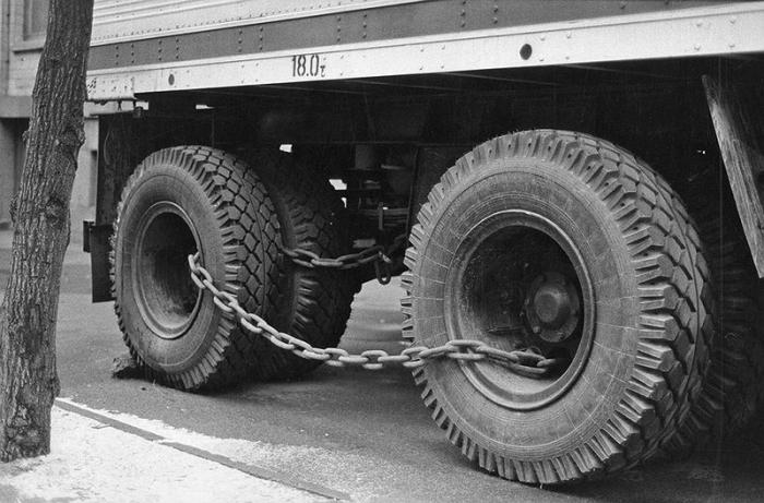 Железная цепь - защита от угона.
