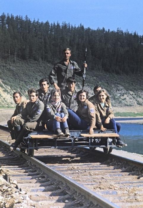 Практически ни одна глобальная стройка СССР не обошлась без студенческой рабочей силы.