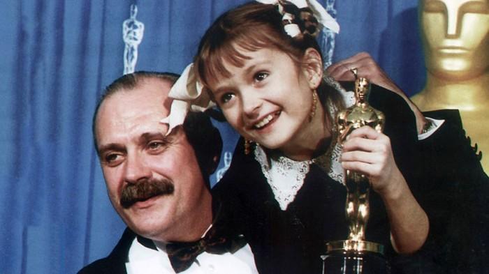 Никита Сергеевич с Оскаром за лучший иностранный фильм «Утомленные солнцем». 27 марта 1995 года. Фото М. Гнисюка.