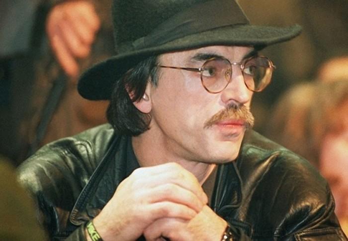 Легендарный артист, певец, телеведущий на съемках программы телеканала НТВ «С Новым годом!». 1 декабря 1994 года. Фото Виктора Борисова.