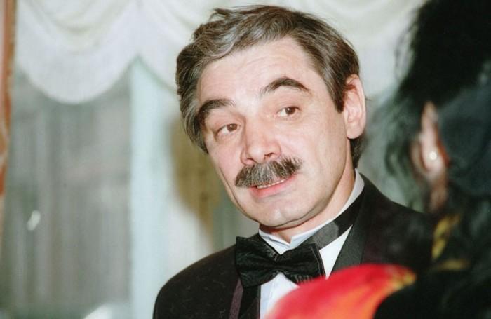 Актер, режиcсер и продюсер в элегантном костюме. 1 апреля 1995 года. Фото Владимира Яцины.