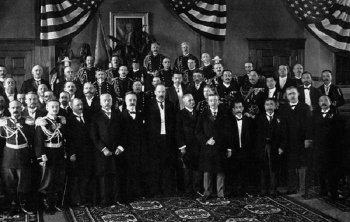 Участники российско-японских переговоров после подписания мирного договора. 23 августа 1905 года.