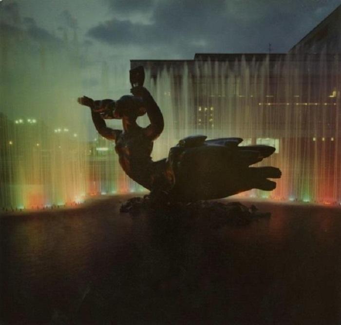 Возле театра оперы и балета в Днепропетровске построен фонтан Муза. 1978 год.