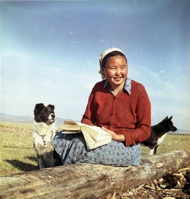 Чабан колхоза им. Тельмана, член КПСС, Дашинима Амоголонова. 1959 год.