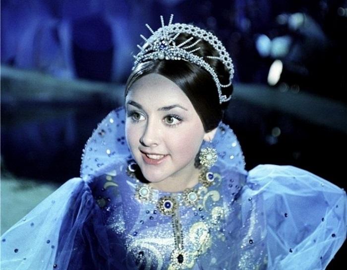 Обворожительную актрису зрители запомнили за роль дочери морского царя в фильме-сказке режиссера Александра Роу «Василиса-краса, длинная коса» (1969 год).