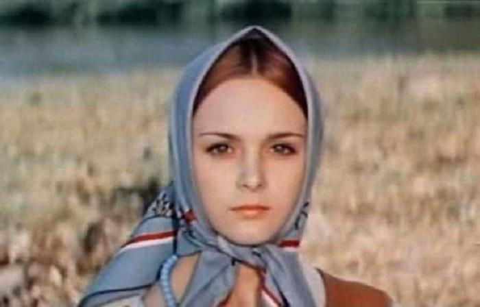 Профессиональная балерина с выразительными глазами сыграла Аленушку – главную женскую роль в киносказке «Финист – ясный сокол» (1975 год).