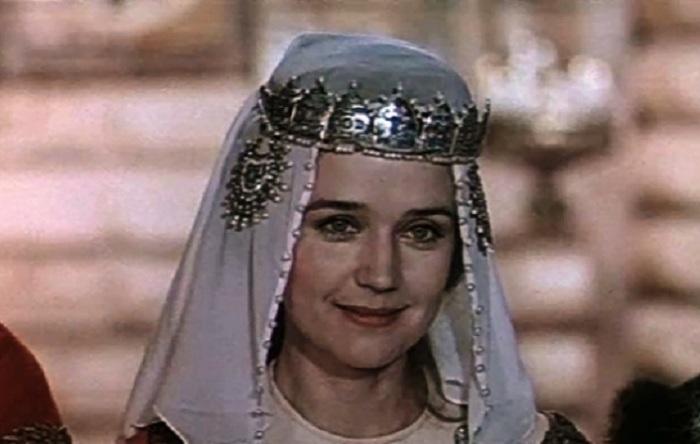Одна из красивейших актрис советского кинематографа сыграла роль княжьей дочери Ксении в киносказке «Василий Буслаев», снятой в 1982 году.