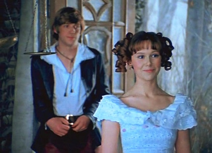 Очаровательная и искренняя актриса стала одной из любимых принцесс советского кино, сыграв в фильме-сказке «Обыкновенное чудо» (1978 год).