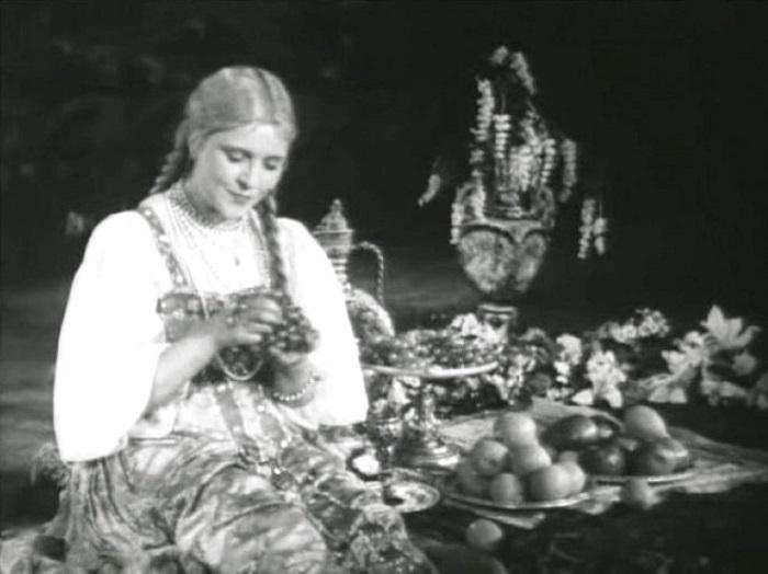 Романтическая роль Людмилы в первой экранизации сказочной поэмы А. С. Пушкина, снятой в 1938 году, сделала актрису известной и узнаваемой.