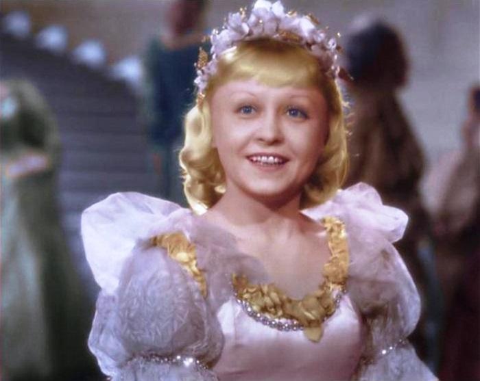 Советская актриса польского происхождения в 37 лет сыграла роль Золушки в одноименном фильме-сказке 1947-го года.