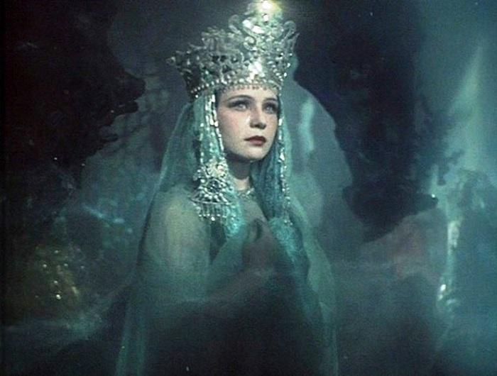 В том же «Садко» эту обворожительную актрису можно увидеть в роли красивой и грустной Ильмень-царевны.