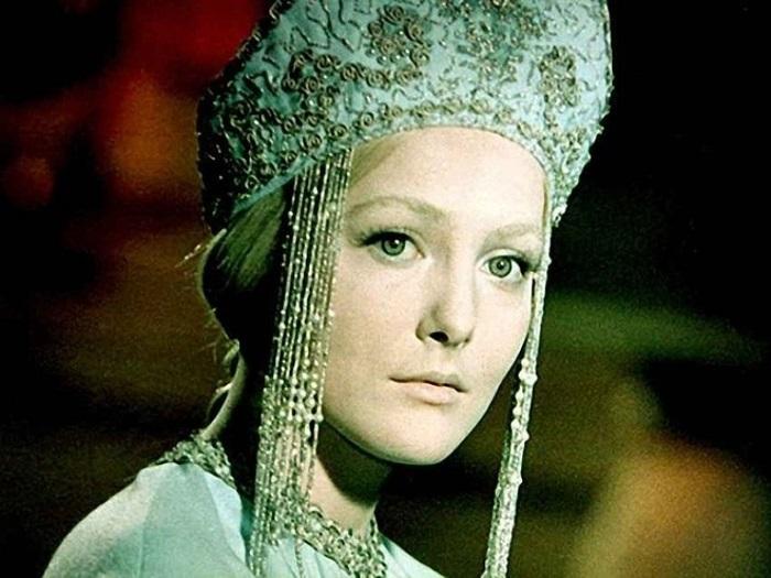 Обворожительная, но холодная Снегурочка из одноименного фильма-сказки (1968 год) стала первой и единственной главной ролью актрисы.