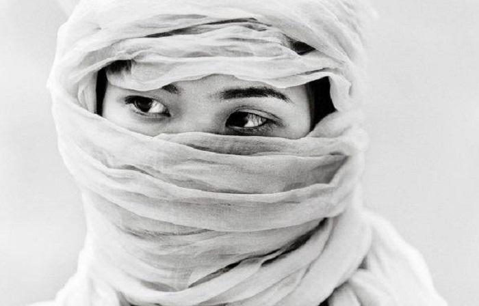 Минималистический черно-белый портрет вьетнамского жителя фотографа Thomasа Jeppesenа (Томаса Джеппесена).