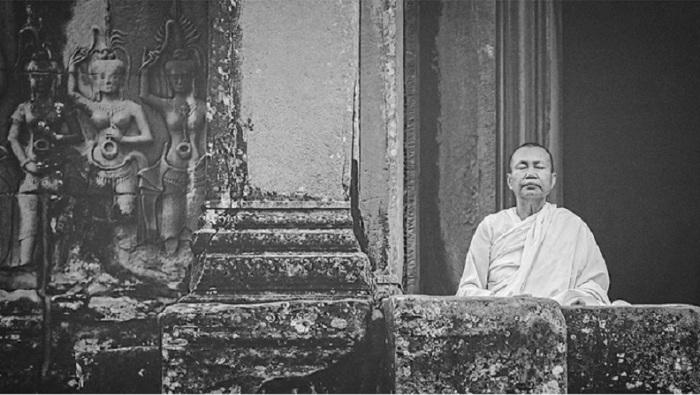 Основная практика сидячая медитация — дзадзэн.