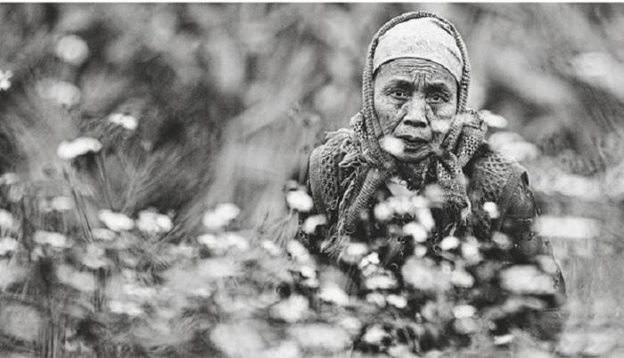 Женщина занимает во вьетнамской семье подчиненное положение, но пройдя через многие трудности, сохранила в доме удивительное радушие и щедрость, а также гостеприимство.