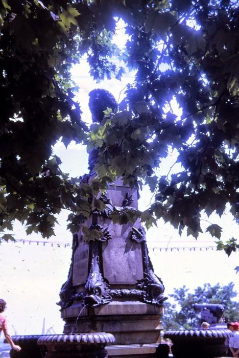Памятник, находящийся на одноименной улице, стал одной из многих достопримечательностей Одессы.