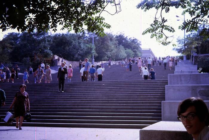 Длина потемкинской лестницы составляет 142 метра.