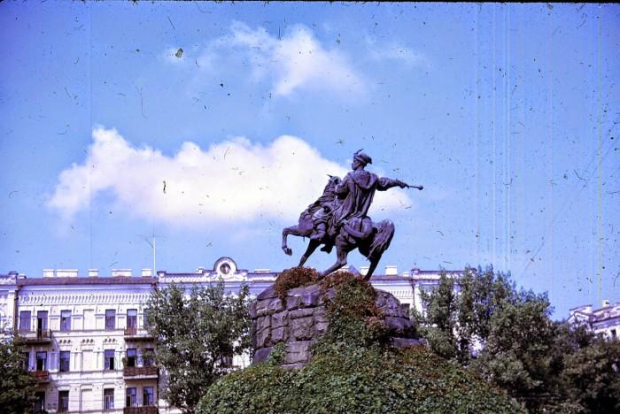 Памятник гетману Украины Богдану Хмельницкому является самым знаменитым памятником города, своеобразным символом Киева.
