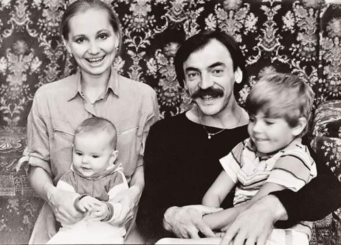 Знаменитая чета с дочерью Лизой и сыном Сергеем.