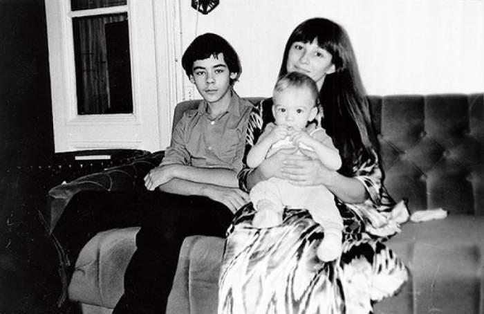 Наталья со старшим сыном Василием и младшим Александром.