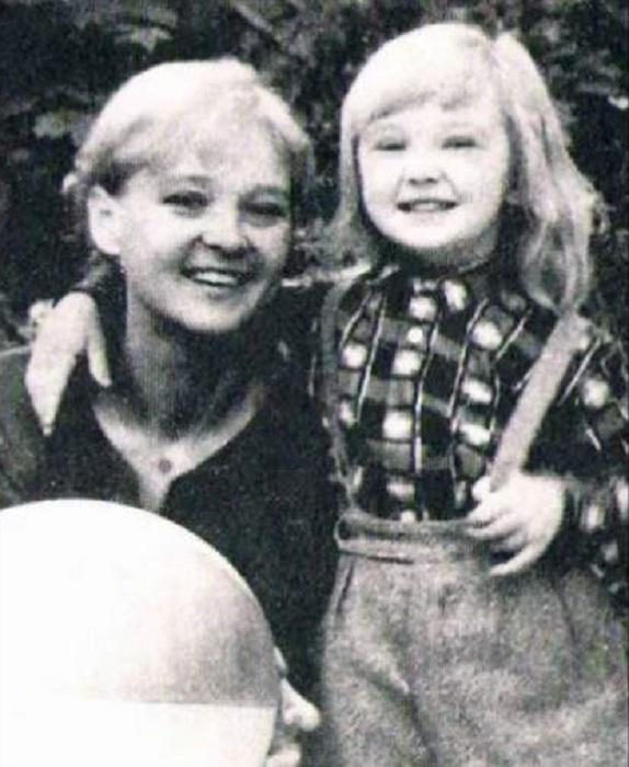 Людмила Марковна с дочерью Машей.