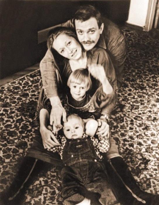 Чета Михалковых с детьми – Аней и Тёмой.