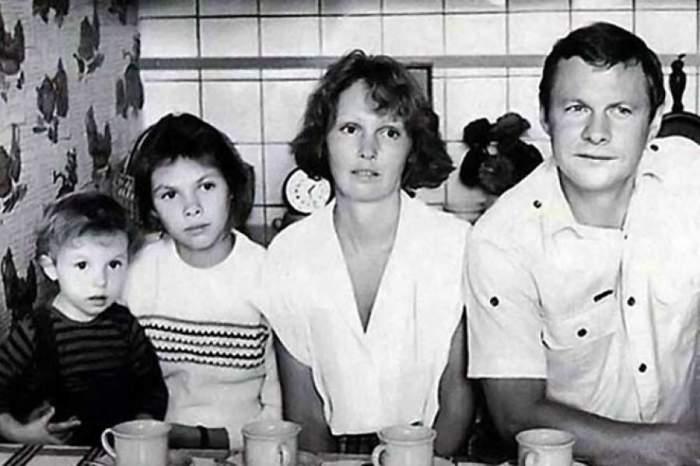 Соломин с женой и дочерьми - Анастасией и Елизаветой.