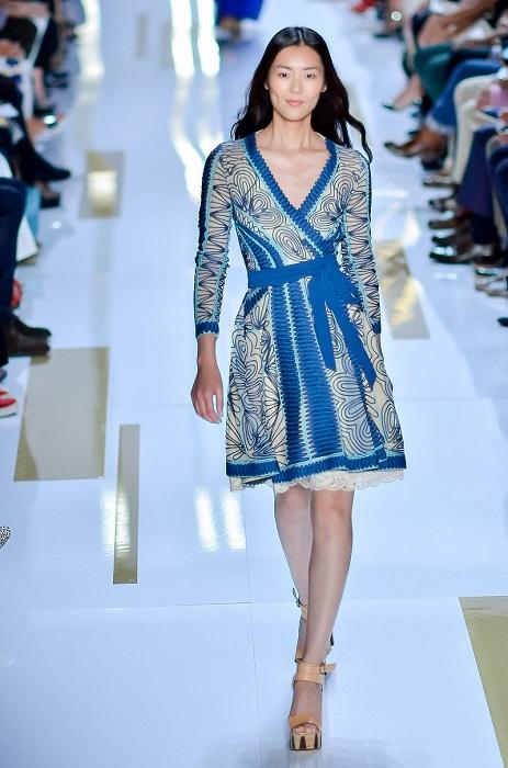 В 2013 году журнал Forbes признал Лю Вэнь самой дорогой азиатской моделью. Заработок за последний год: 4,5 миллиона долларов.