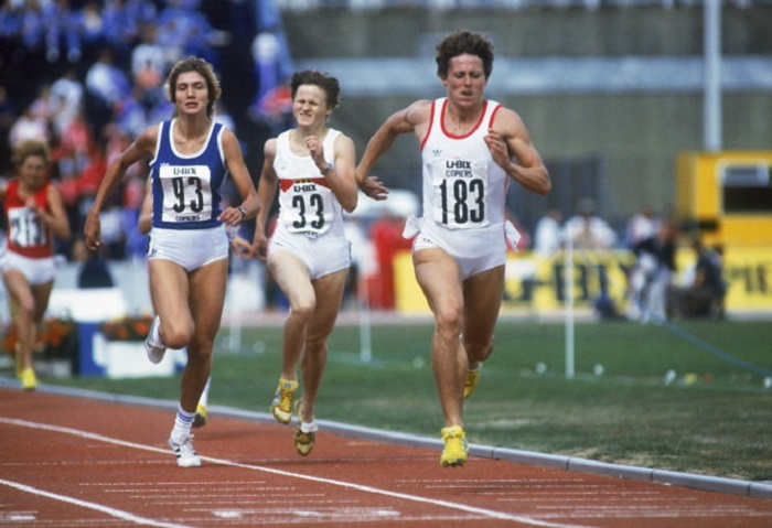 Рекорд Ярмилы Кратохвиловой – самый древний в легкой атлетике, с которым не сдюжило уже несколько поколений - 1:53,28.